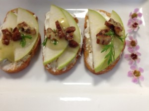Tessa Lyn Events 4 pear crostini with goat cheese, sweet pecan and white balsamic drizzle